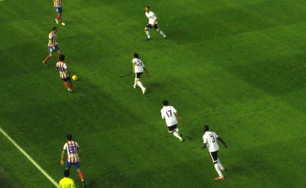 Los jugadores valencianistas ahogaban las acciones atléticas con una presión muy al hombre