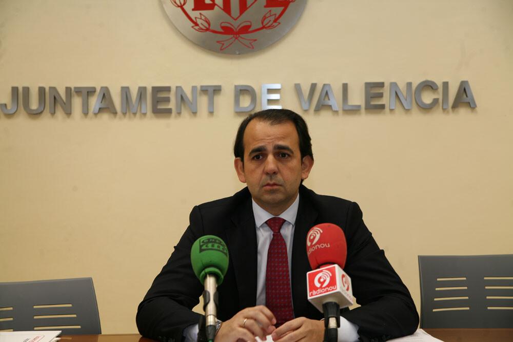 El presidente de la EMT Alberto Mendoza anuncia las nuevas tarifas de la EMT de 2013/ayto vlc
