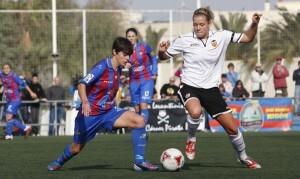 Alba en una jugada del encuentro jugado contra el Barcelona/jorge ramirez
