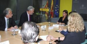 La junta directiva del Club en la reunión que tuvo con la delegada del Gobierno en junio/club de encuentro
