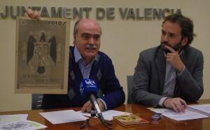 El coordinador del Grupo de la Memoria Histórica, Matías Alonso, con el edil socialista, Salvador Broseta/gms