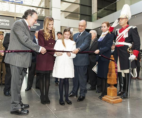 Las Falleras Mayores de Valencia cortan la cinta en la Inauguración de Expojove 2012