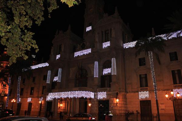 El Ayuntamiento de Valencia luce la recién estrenada iluminación navideña 2012