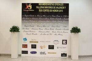 El acto se celebró en una gran sala con presencia de todos los indumentaristas y medios de comunicación/m.valenciano