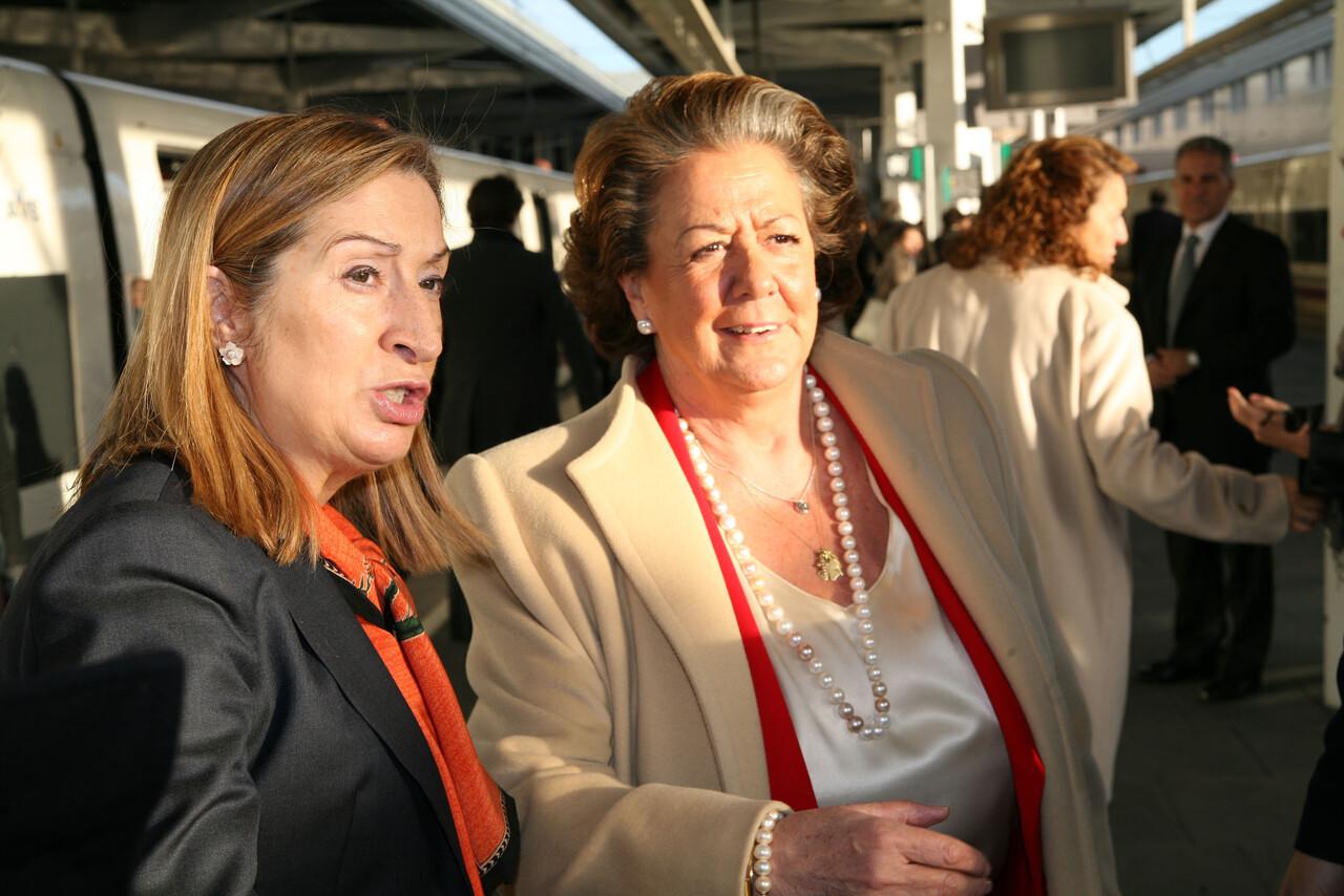 La Ministra Pastor y la alcaldesa en la Estación del AVE Joaquin Sorolla/ayto vlc