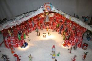 El nacimiento del belén de los Granaderos del Canyamelar que se ha hecho con latas de Coca-Cola