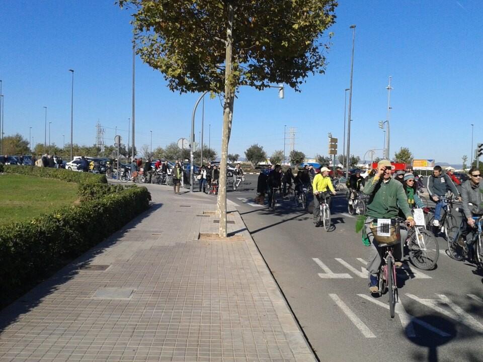 Un momento de la bicifestación por la ronda norte