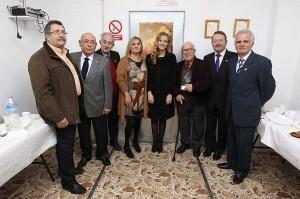 Rafael Contreras con los miembros del circulo, la Fallera Mayor y la edil socialista, Pilar Calabuig/josep v. zaragoza