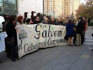 Grupo de vecinos en apoyo de los denunciados encausados en el jucio/Compromis