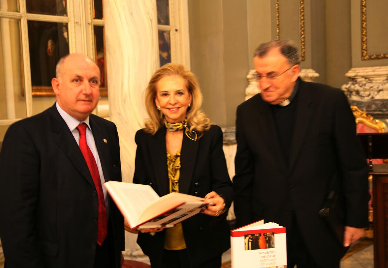 El autor del libro, la edil de Cultura y el deán de la Catedral de Valencia/ayto vlc