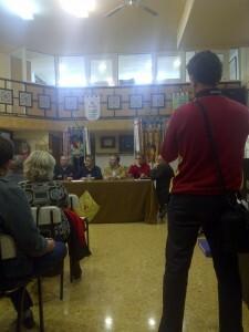 Un momento de la charla que se desarrolló en el casal de San Vicente-Periodista Azzati/vlcciudad