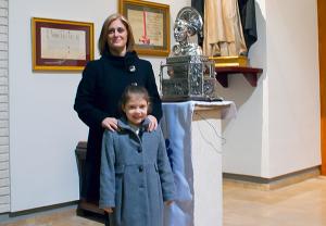 Las clavariesas al lado del busto con la reliquia del patrón de Valencia/altar del custodio