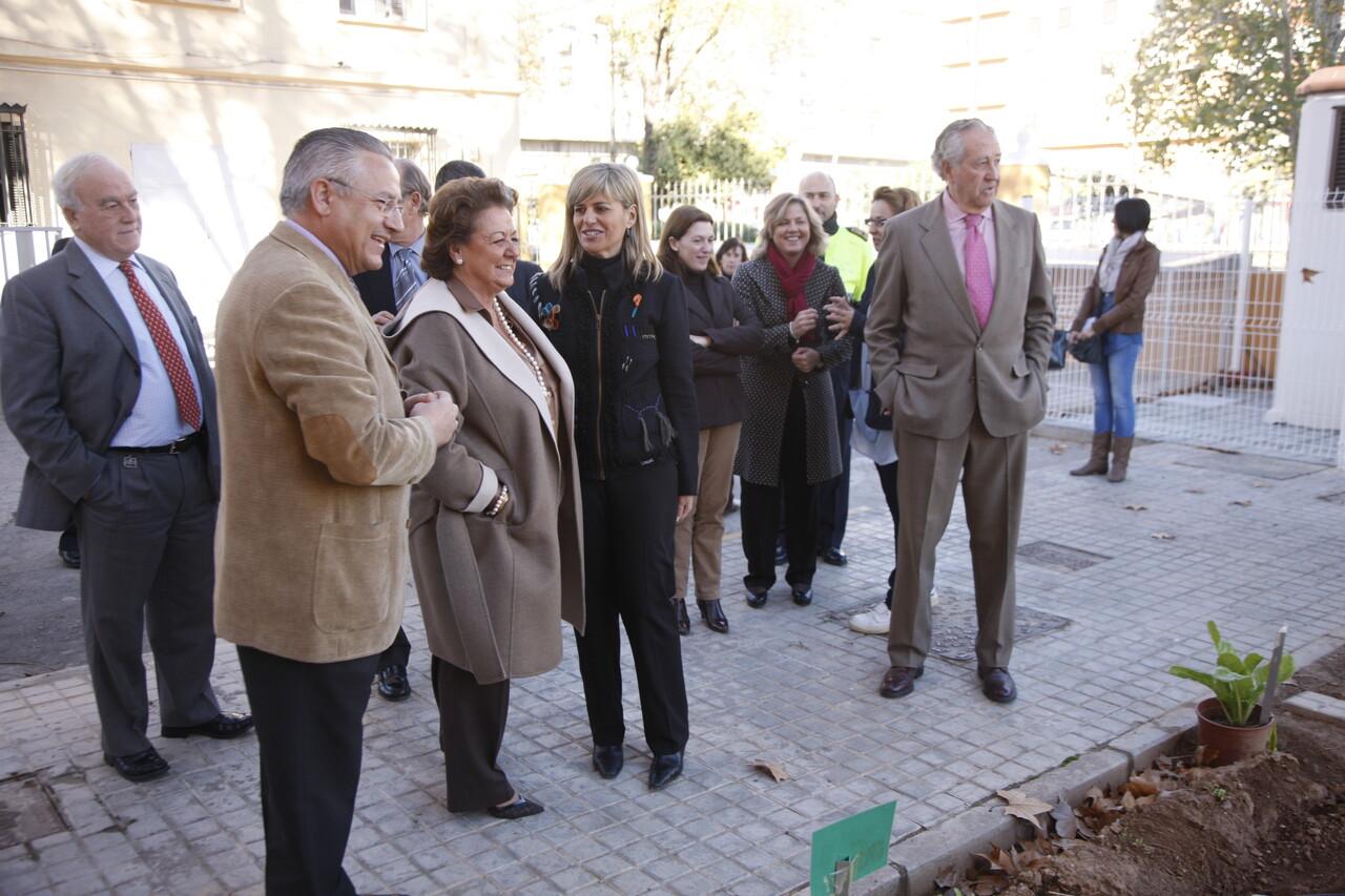 Miguel Dominguez con la alcaldesa en la visita al comedor social y a la guardería de la Policía Local/ayto valencia
