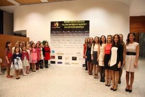 Las cortes de honor y falleras mayores en la sala del Abba Acteón/m.valenciano