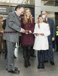 Las Falleras Mayores de Valencia cortan la cinta inaugural de Expojove/isaac ferrera