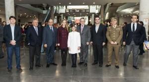 Las distintas autoridades asistentes al acto inaugural con las Falleras Mayores de Valencia/isaac ferrera