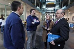 El responsable de la Generalitat habla con los asesores del ayuntamiento y con la edil Ana Albert/josep v. zaragoza