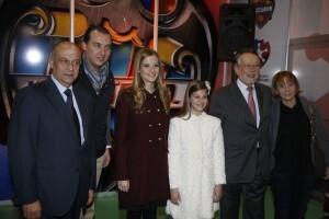El presidente del Levante UD con el edil de Fiestas, el vicealcalde, la edil de Compromís y las Falleras Mayores/ayto vlc
