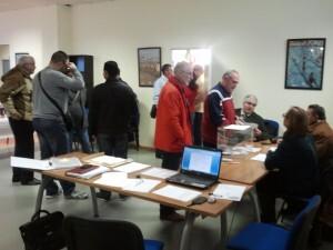 Un momento de la votación en la sede de la FECA sita en el barrio de Tres Forques de Valencia/vlcciudad