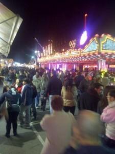El público llena la feria cada tarde en la zona del puerto/vlcciudad