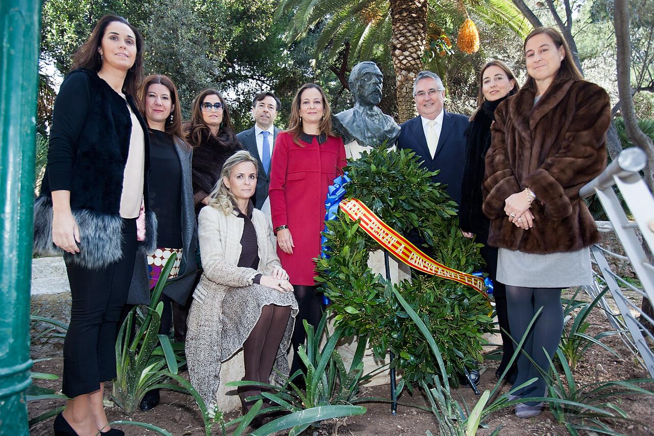 La Regina dels Jocs Florals con sus damas y el presidente de Lo Rat en la ofrenda a Constantí Llombart/vlcciudad
