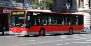 La mujer se ha puesto de parto en un bus de la línea 8 de la EMT