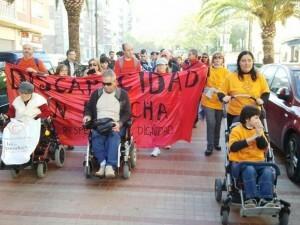 Un grupo de personas en la Marcha por la Discapacidad