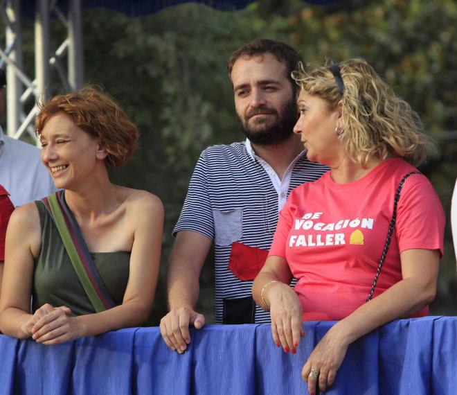 Salvador Broseta entre la edil de Compromís, Pilar Soriano, y su compañera de grupo Pilar Calabuig/vlcciudad