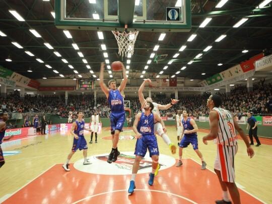 Un momento del encuentro del Valencia Basket contar el Banvit/Banvit