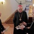 El fotógrafo Manolo Guallart departe con el arzobispo/archivalencia
