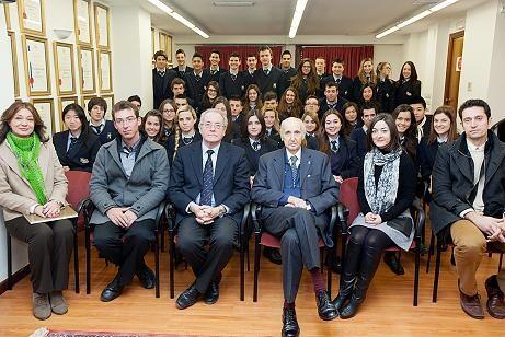 El profesor Grisolia y los alumnos del IALE