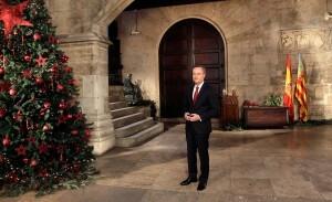El president Fabra en el patio del Palau de la Generalitat durante el mensaje de Año Nuevo/gva