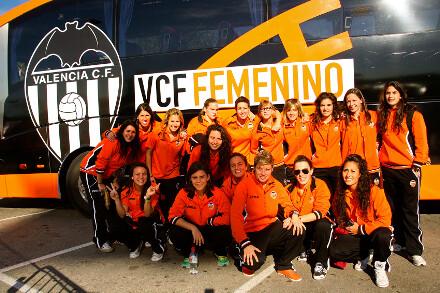 Las femeninas del Valencia estrenaron el bus en el desplazamiento a Cataluña/ juan catalán
