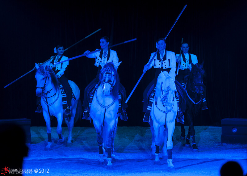 Las hermanas González con sus caballos en la pista del Mundial/isaac ferrera