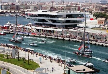 Zona de la Marina Real Juan Carlos I incluida en una de las cuatro áreas de influencia turística de libertad de horarios