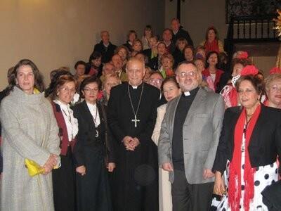 La hermandad del Rocío de Valencia en una visita que hizo al cardenal García-Gasco