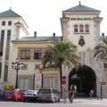 Fachada del complejo de Abastos donde está la comisaria/IES Abastos