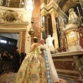 Las Falleras Mayores y las cortes acudieron a la Basílica para orar ante la patrona, la Virgen de los Desamparados/vte peiró/Avan