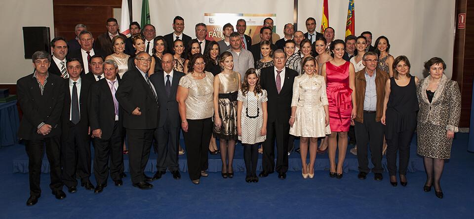 Los profesionales de la pólvora con las Falleras Mayores de Valencia y la corte de honor y el edil de Fiestas/Isaac Ferrera