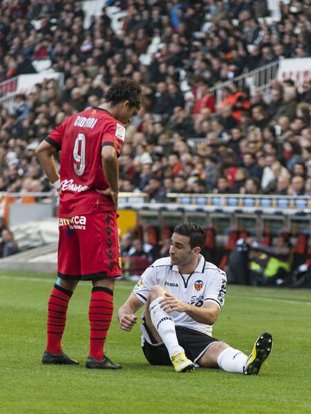 Rami, en el suelo ante un rival. Foto: Isaac Ferrera