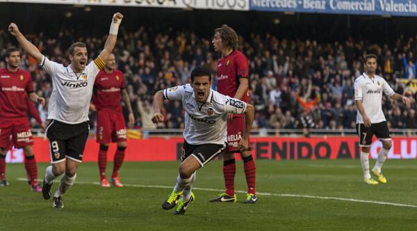 Soldado y Ricardo Costa celebran en primer gol blanquinegro. Foto: Isaac Ferrera