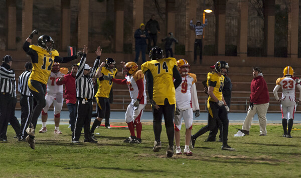La alegría fue total entre los jugadores del @valenciafirebats /Isaac Ferrera