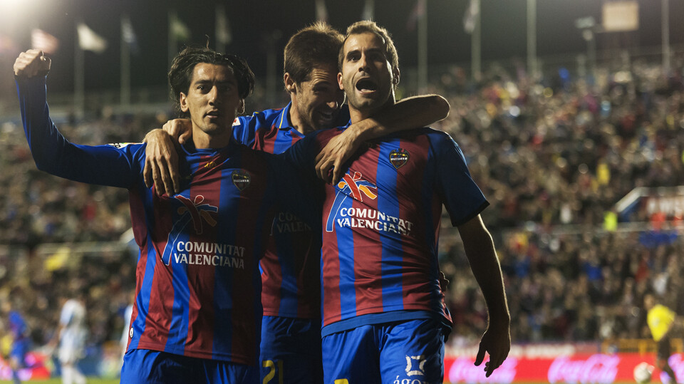 Los granotas festejan el gol/Isaac Ferrera
