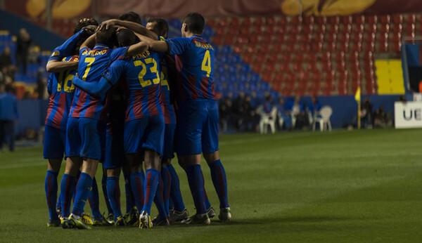 El equipo hizo lo que saber hacer, un gran partido ante una gran afición/Isaac Ferrera