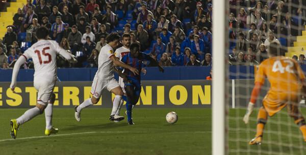 Obama Martíns falló un penalti pero deleitó con su primer gol en Europa/Isaac Ferrera