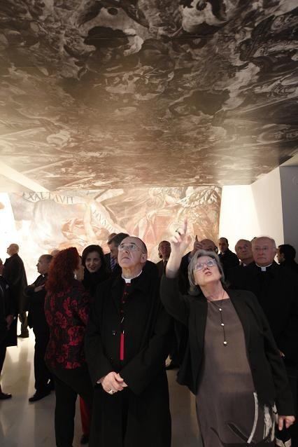 El azobispo de Valencia en el acto inaugural del IVAM con Carmen Pérez/Alberto Sáiz