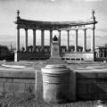 Monumento a Sorolla en su original ubicación en la playa del Cabanyal