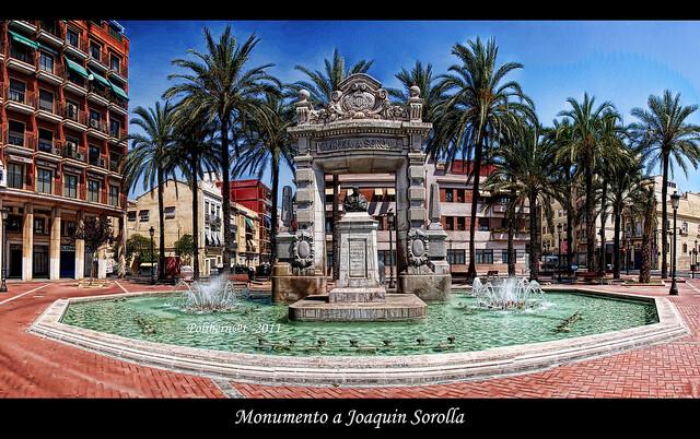 El monumento en su actual emplazamiento en la plaza de la Armada Española en el barrio de El Canyamelar