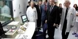 Alberto Fabra en su visita a la sala de Hemodinámica del Hospital de Alicante