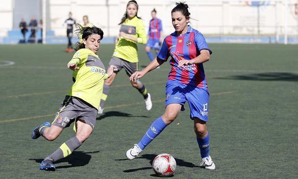 Buceta intenta desmarcarse una jugadora españolista/patricia asensio